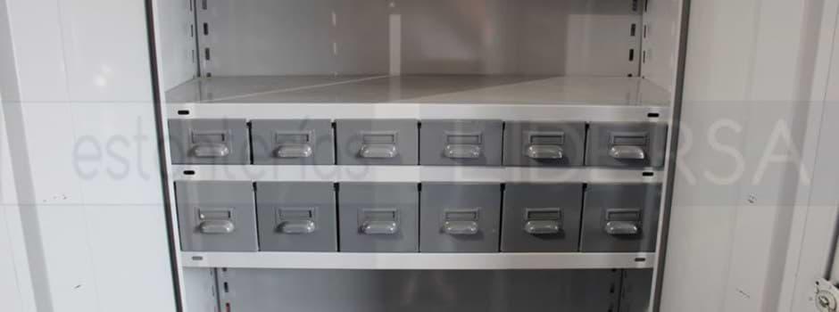 El cajón metálico provee de una unidad de almacenamiento independiente