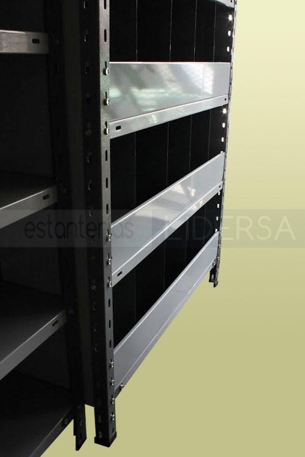 Los separadores y frentes son también límites de contención en las estanterías