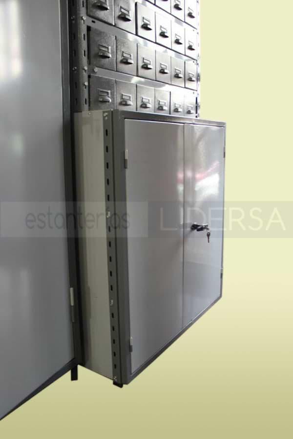 Las puertas metálicas permiten una segura guarda de los elementos a acopiar