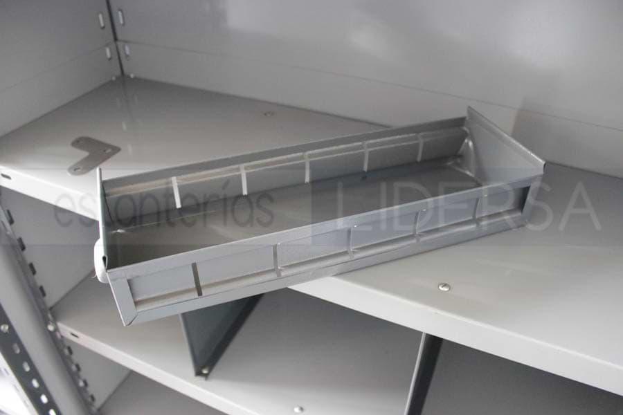 Los separadores verticales y las cajas son pequeños ofician de pequeños contenedores para los materiales a granel